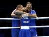 古巴选手拉米雷斯与教练拥抱庆祝胜利